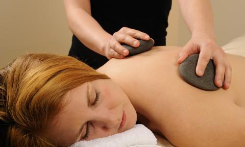 Massage mit Heilsteinen, -ölen und -essenzen